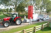Dorpsfeest: Optocht versierde wagens